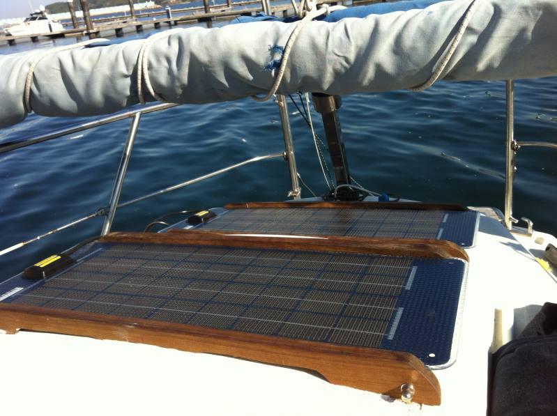 Paneles solares fotovoltaicos velero